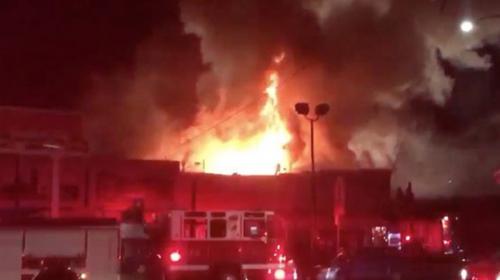 Incendio en una discoteca de California deja al menos nueve muertos