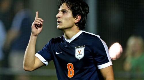 Joven guatemalteco compite por el mejor gol universitario en EE.UU.