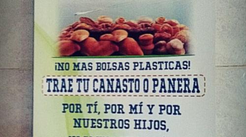 La foto que recuerda que San Pedro La Laguna prohibió bolsas plásticas