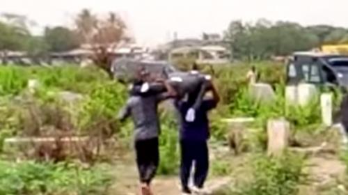 Para cobrar deuda, abren ataúd y se llevan un cadáver durante entierro