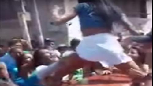 Adolescentes protagonizan polémico baile sobre ataúd de un amigo