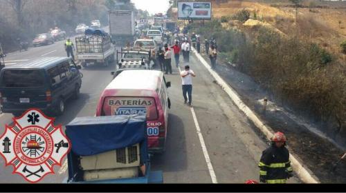 Humo en la ruta Interamericana provoca múltiple accidente en Sumpango