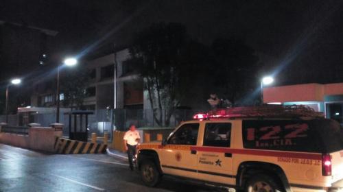 Confusión y caos vehicular causa simulacro de bomba en Embajada
