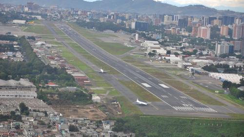 Aumentan dificultades en el Aeropuerto La Aurora, de 140 suben a 200