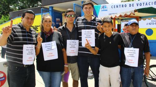 """Guatemaltecos que votan de luto y critican """"fraude electoral"""""""