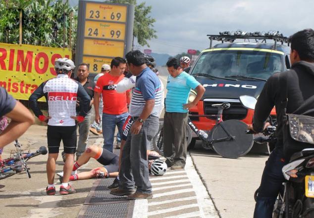 Ciclistas guatemaltecos son atropellados foto