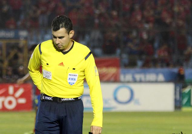 Mario Escobar recibió una sanción de cuatro partidos por la Comisión Normalizadora de la FIFA, tras permitir cuatro cambios por equipo en la final de vuelta del Torneo Apertura 2016