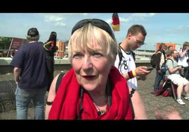 Alemanes regresan a Berlín como héroes