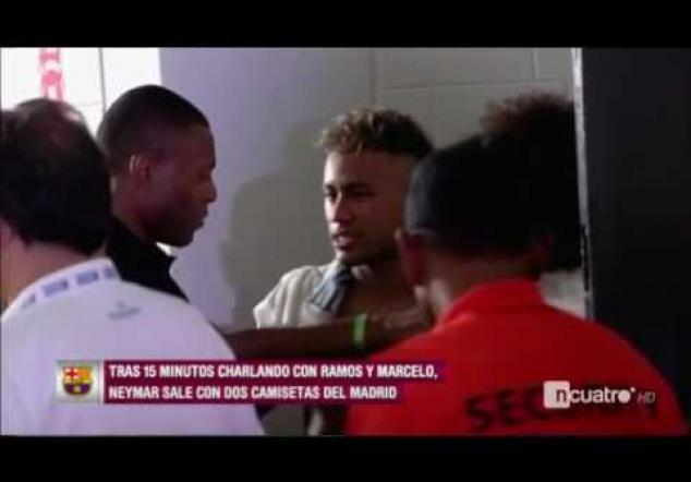 ¡Pillado! Neymar se despide del vestuario del Real Madrid y sale con dos camisetas