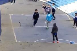 Santiago Fretes el niño con muletas que marca un golazo en el estadio de Racing foto