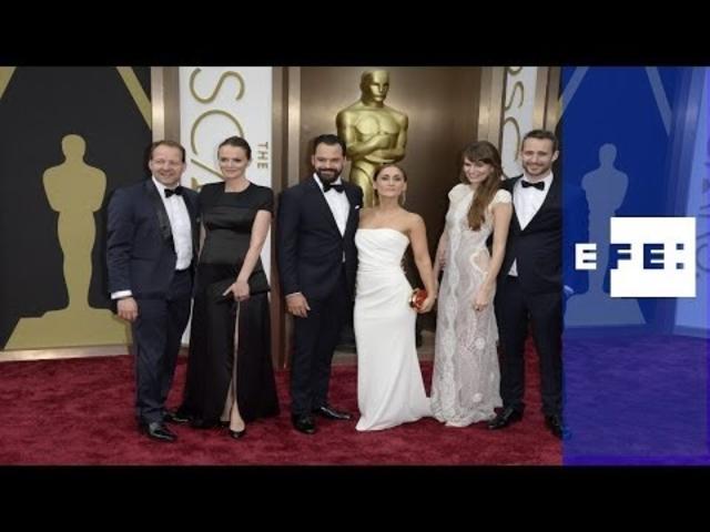 Las estrellas de Hollywood brillan en la alfombra roja de los Óscar
