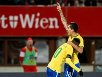 Firmino celebra su gol junto a Neymar