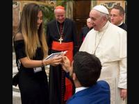 Papa Francisco es testigo de pedida de matrimonio foto