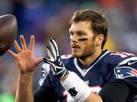 Tom Brady extiende contrato con los Patriots foto
