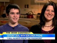 Janelle Hoffman y su hijo durante una entrevista
