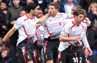 El Liverpool sigue de líder tras derrotar de visita al West Ham por 1-2