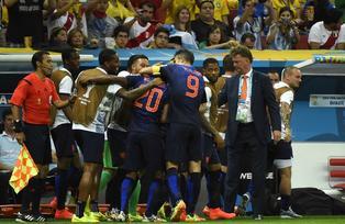 Los holandeses celebraron el tercer puesto tras derrotar 3-0 a Brasil en el estadio de Brasilia