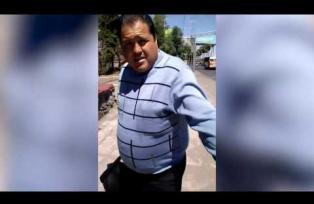 Exhibe y persigue a sujeto que le dio una nalgada en puente peatonal. Le dicen #LordNalgadas
