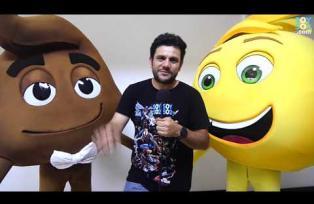 #Orgullo502: Ronald Mackay es la voz de 5 personajes en Emoji La película