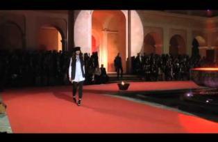 Saúl celebra su 60 aniversario con una imponente pasarela