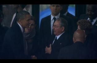 Apretón de manos histórico entre Castro y Obama