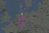 Gigantesco avión dibuja un árbol de Navidad en el cielo de Alemania
