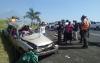 Rescatan a conductor atrapado entre los hierros de su carro en Palín