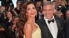 George y Amal Clooney hacen un curioso regalo a pasajeros de un avión