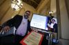 Entregan el Premio Nacional de Literatura a Francisco Mendez