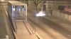 Auto choca contra parada de Transmetro y del impacto arde en llamas