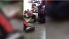 Maestra entretiene a sus alumnos con una canción durante una balacera