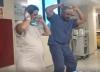 """Doctor facilita el parto de sus pacientes al ritmo de """"Despacito"""""""