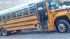 Narcos atacan autobús, bloquean calles y matan a cuatro personas