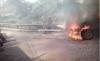 Carro se incendia en Muxbal y provoca cierre vehicular